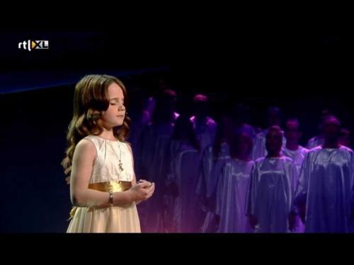 Achtergrond zingen bij Holand got Talent. Op de voorgrond Amira.